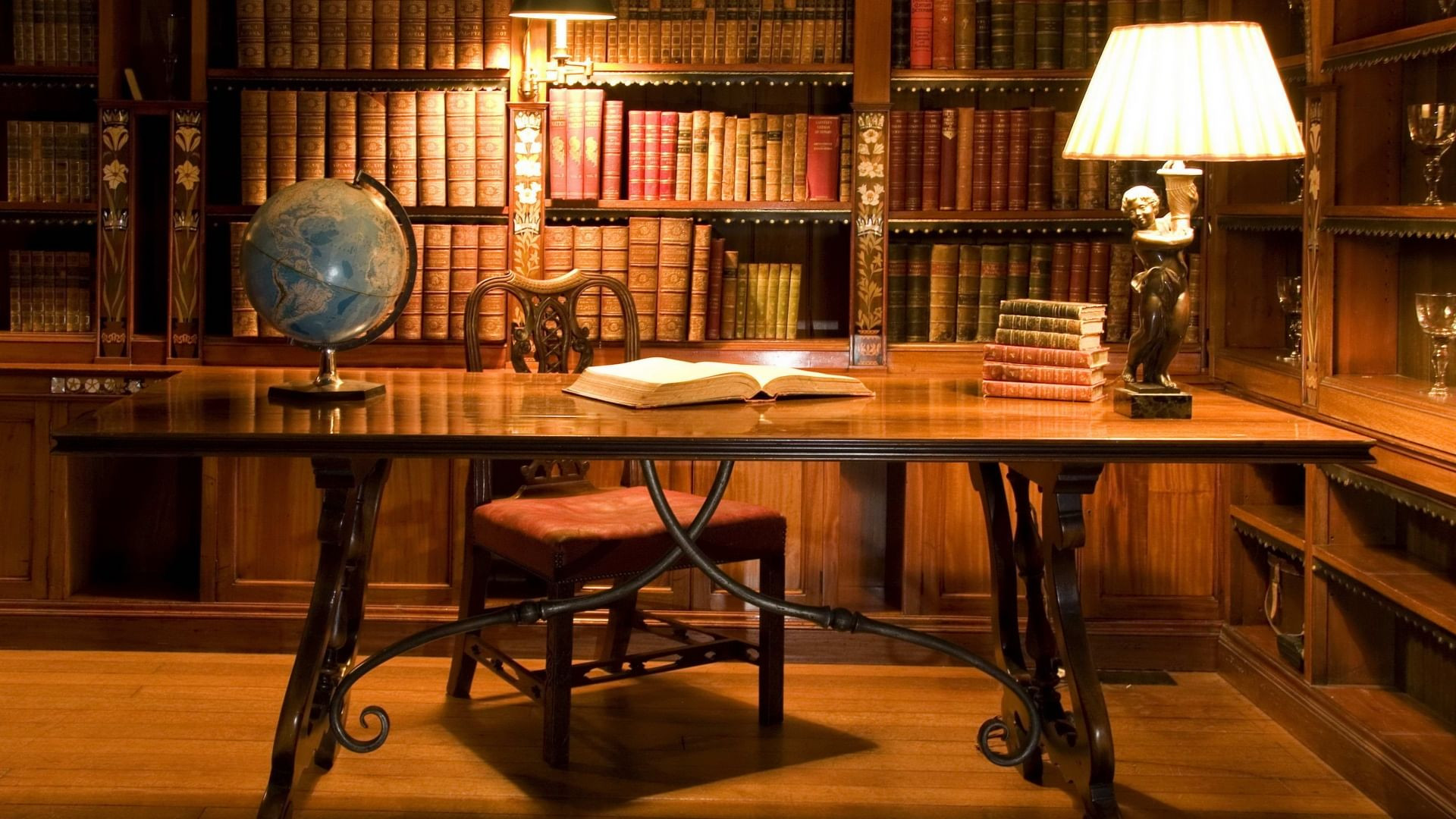 Tax returns for the sale of antiques